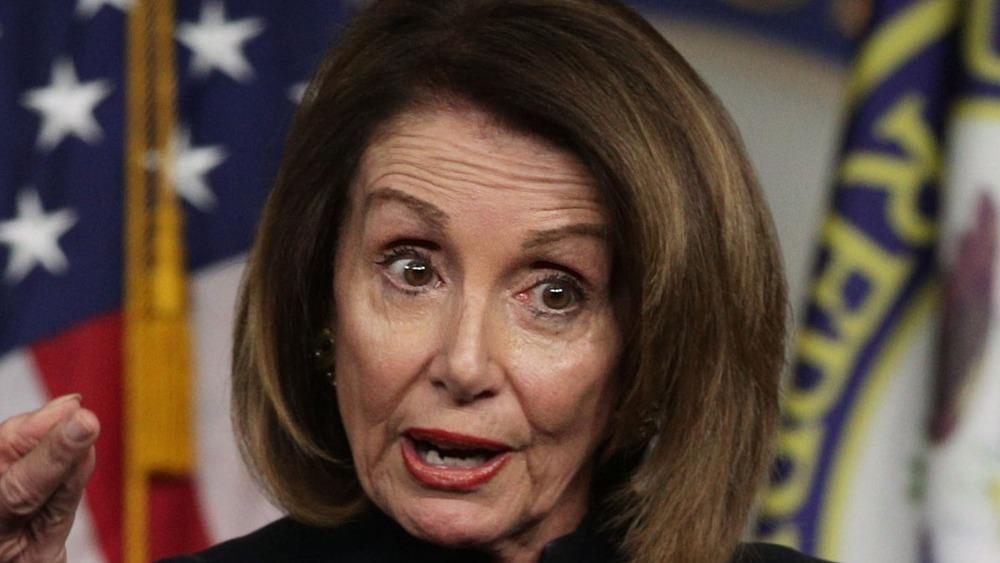 Le président américain de la Chambre, Nancy Pelosi, prend la parole lors d'une conférence de presse au Capitole des États-Unis le 14 février 2019