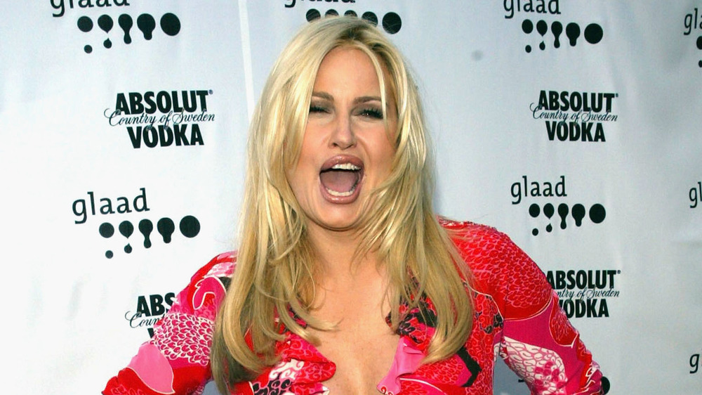 Jennifer Coolidge criant