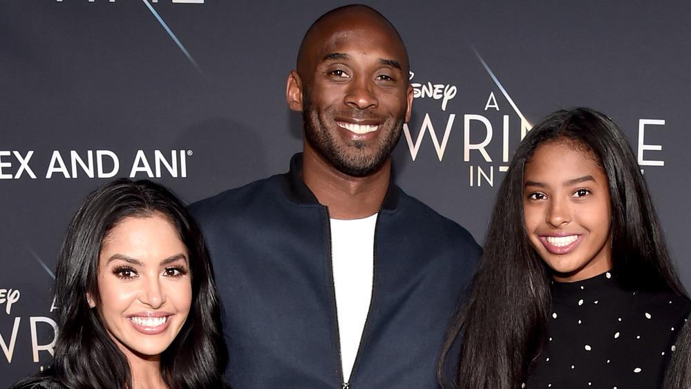 Vanessa Bryant, Kobe Bryant et Natalia Bryant posant