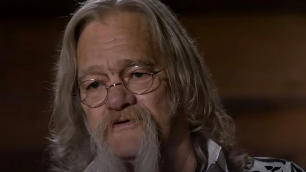 Billy Brown parle lors d'une interview confessionnelle