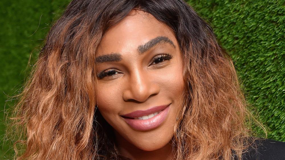 Serena Williams cheveux baissés