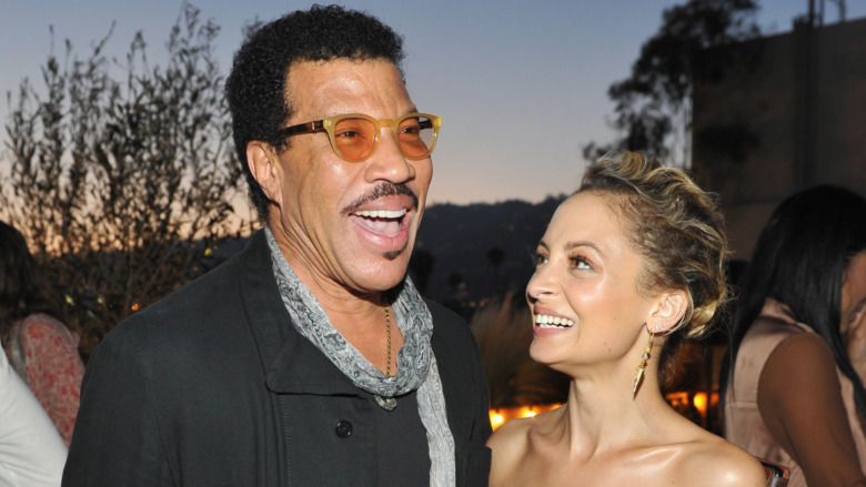 Lionel Richie et Nicole Richie rient ensemble