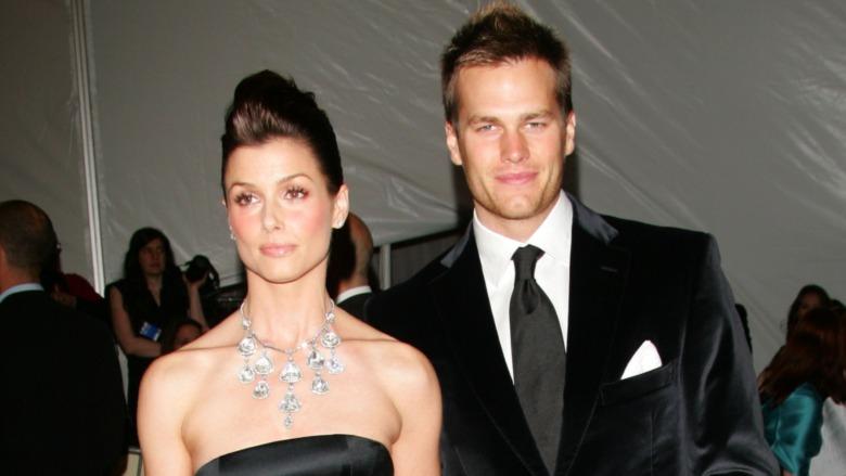 Bridget Moynahan et Tom Brady posant ensemble pour les caméras sur le tapis rouge