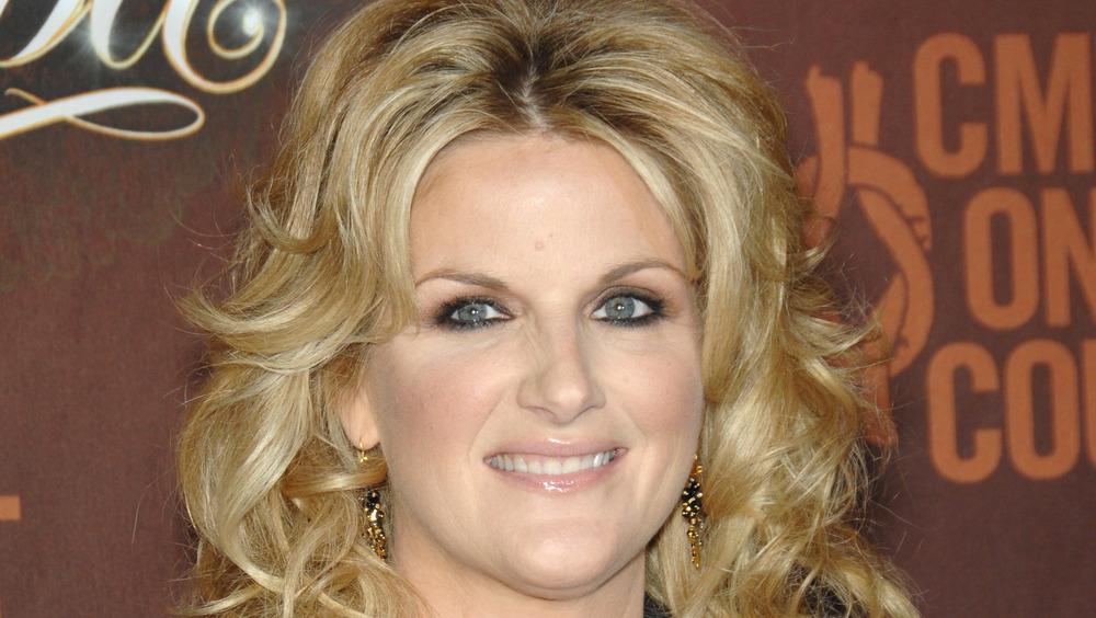 Trisha Yearwood portant du maquillage
