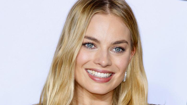 Margot Robbie souriante