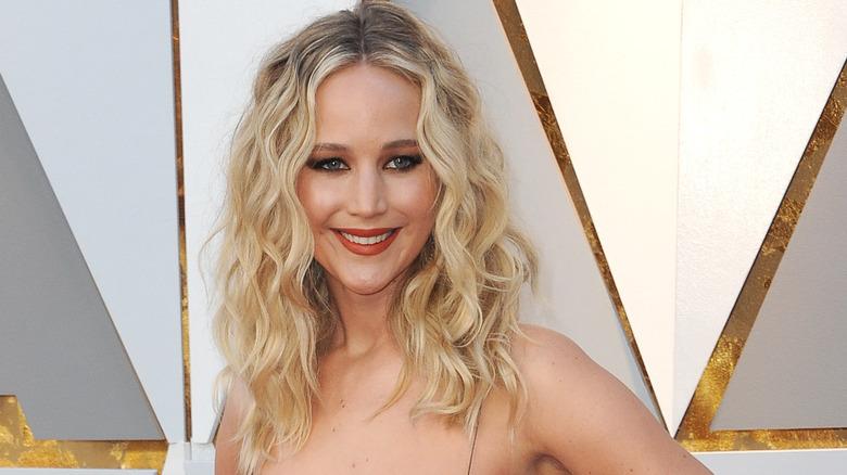 Jennifer Lawrence souriante