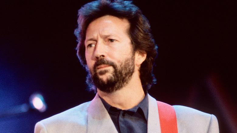 Eric Clapton sur scène avec guitare