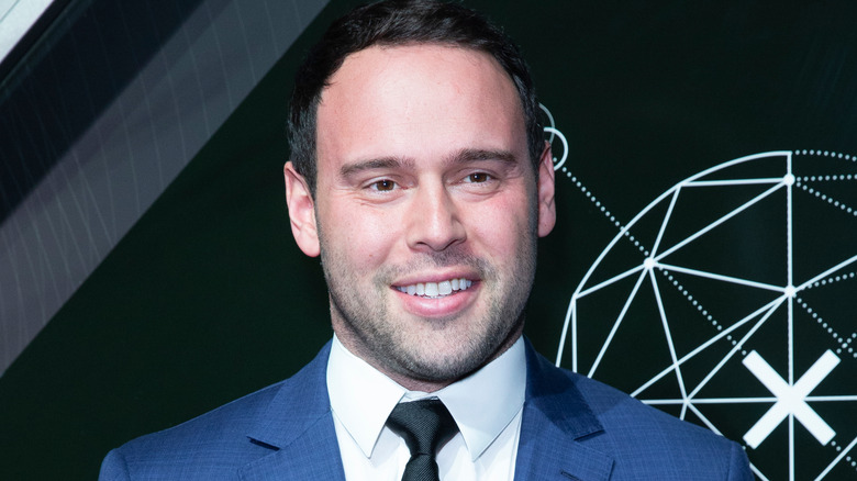 Scooter Braun souriant
