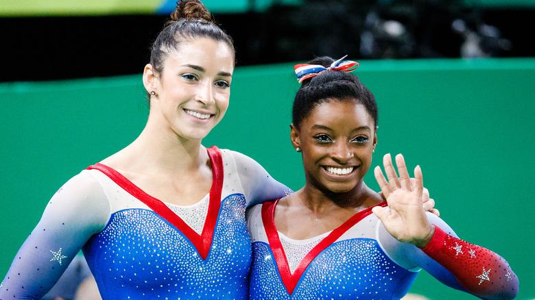 Aly Raisman et Simone Biles souriant