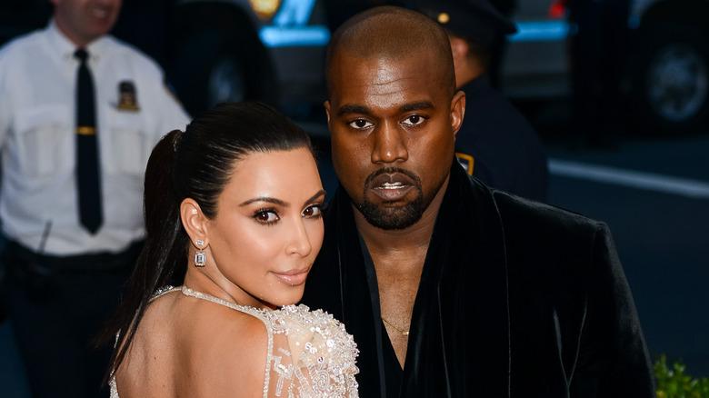 Kanye West et Kim Kardashian lors d'un événement