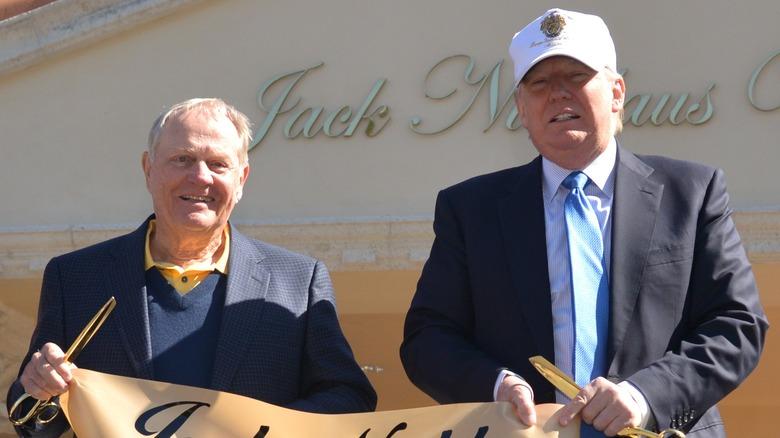 Jack Nicklaus et Donald Trump lors du dévoilement de la villa Jack Nicklaus au Trump National Doral en 2015