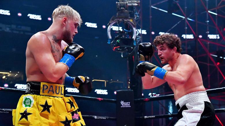 Jake Paul et Ben Askren se battent