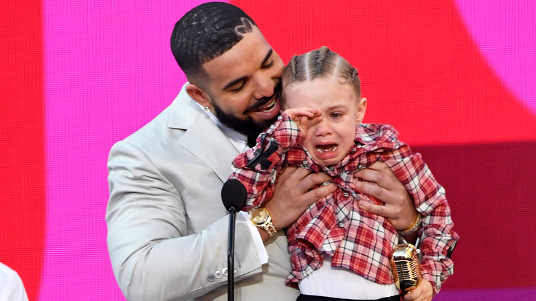 Drake avec son fils Adonis