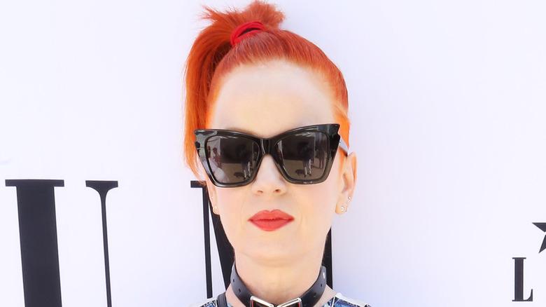 Shirley Manson portant des lunettes de soleil