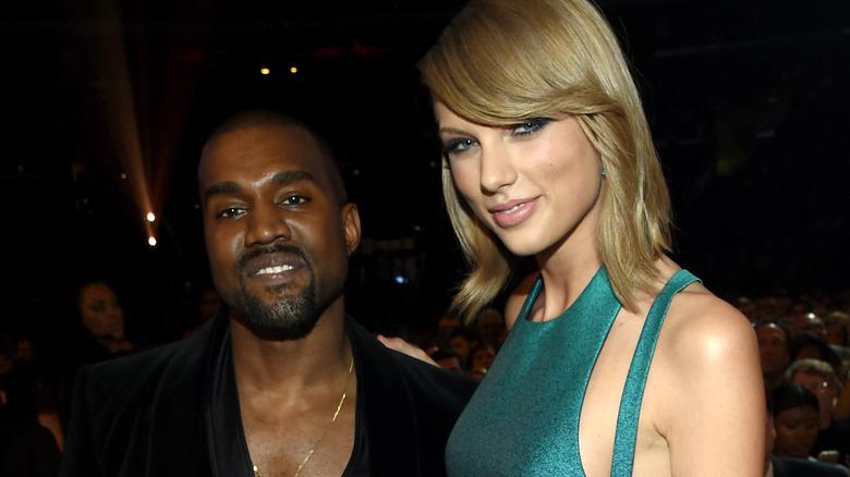 Kanye West posant avec Taylor Swift