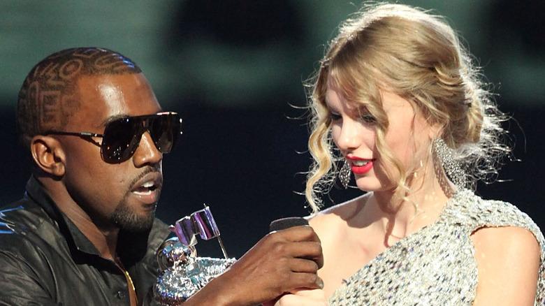 Kanye West interrompt le discours de Taylor Swift