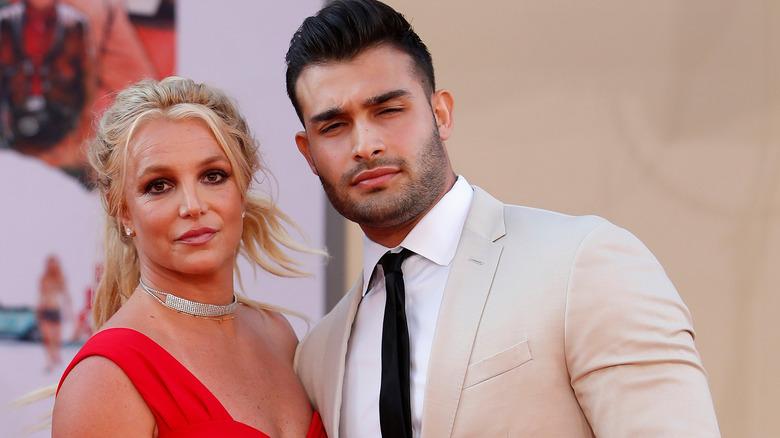 Britney Spears et Sam Asghari plissent les yeux