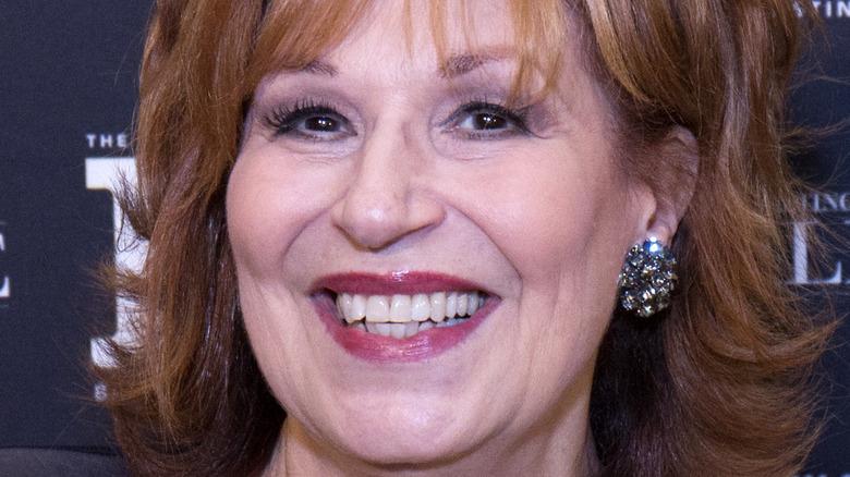 Joy Behar sourit lors d'un événement