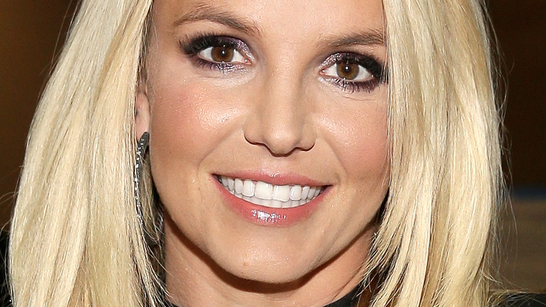 Britney Spears yeux marrons