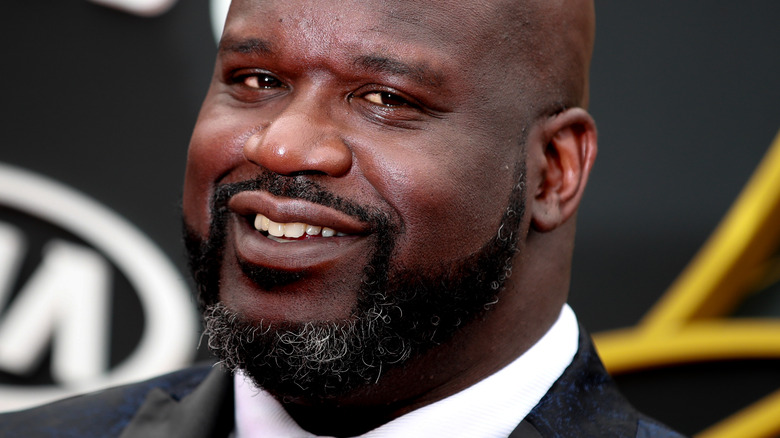 Shaquille O'Neal avec un sourire narquois