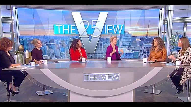 Elizabeth Warren et les co-animateurs de The View