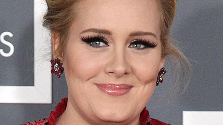 Eye-liner ailé souriant Adele
